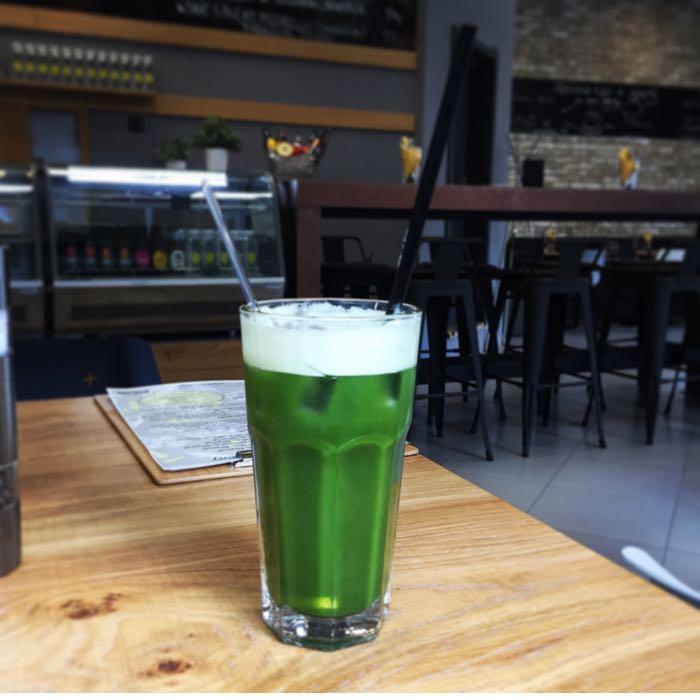 Zelený ledový čaj Matcha